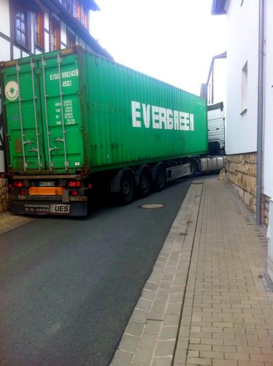 Lkw festgefahren in Beuren