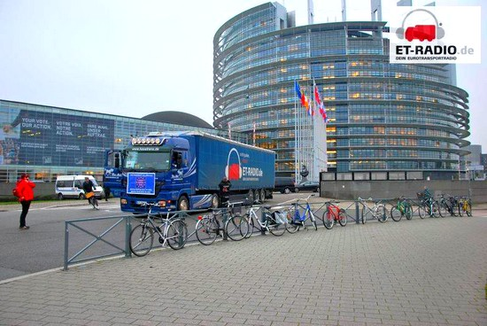 Petition Lkw vor EU in Strasbourg