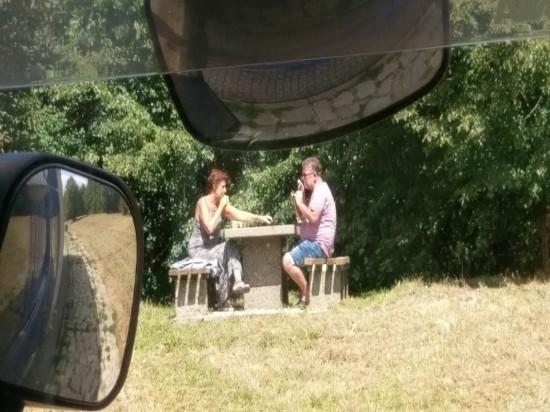 Picknick an der Autobahn