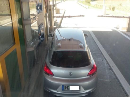 Auto in Mautstation