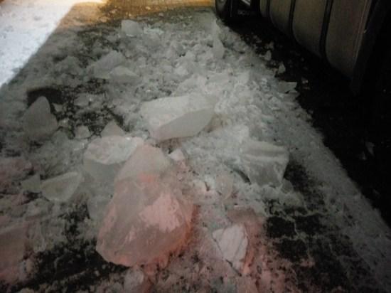 Eis auf Lkw Plane