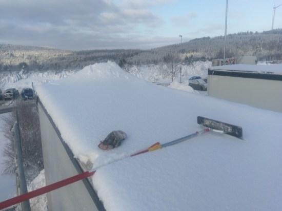 Schnee auf Lkw