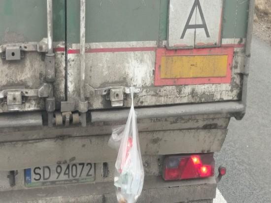 Mülltüte am Lkw