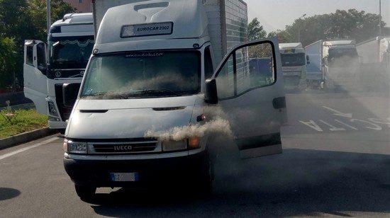 Transporter brennt