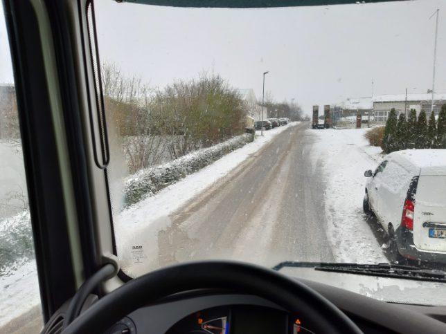 schnee auf fahrbahn