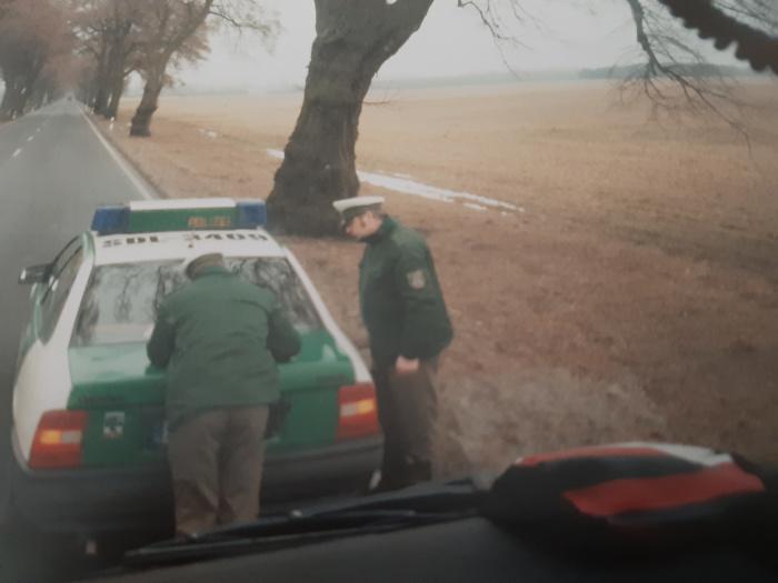 Lkw wird von Polizei kontrolliert