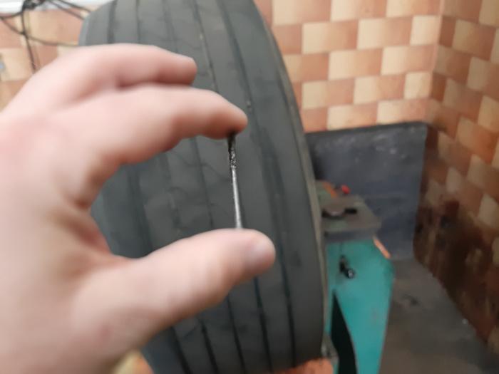 Ein Nagel im Reifen
