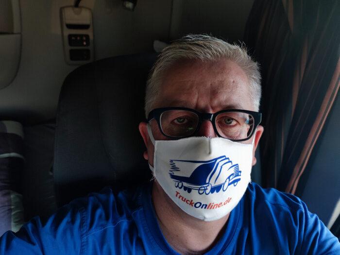 mit maske der coolste Typ bei SaniFair